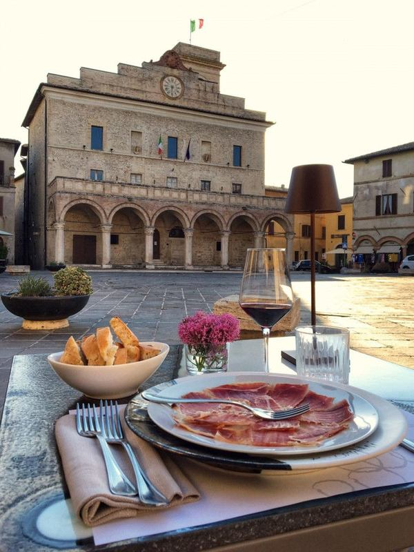 Montefalco, ristorante a cielo aperto