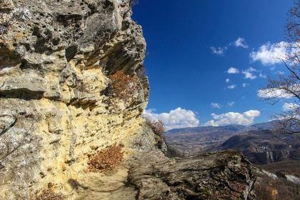 Gastro trekking alle Grotte di San Ponzo e Monte Vallassa