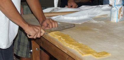 A Pianoro per imparare a fare tagliatelle e crescentine